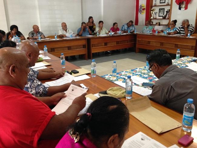 Hitia'a o te ra : 18 élus votent une motion de défiance contre Dauphin Domingo