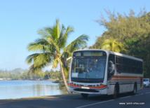 Un bus scolaire près de Papara; (images d'archives).