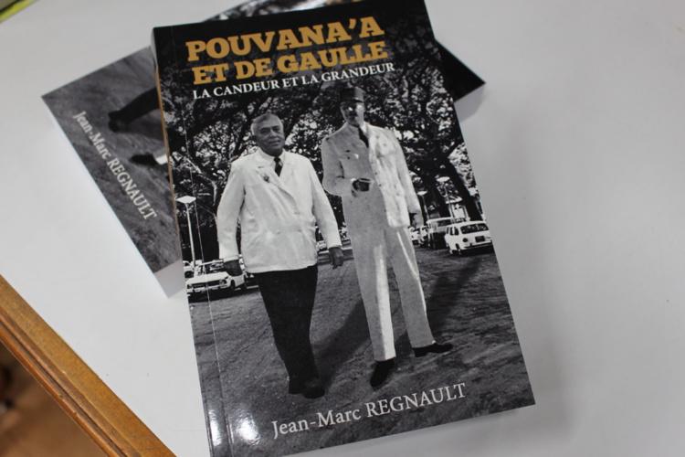 """Jean-Marc Regnault signe """"Pouvana'a et de Gaulle, la candeur et la grandeur"""""""