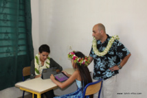Najat Vallaud-Belkacem en visite à Huahine pour parler de l'école numérique