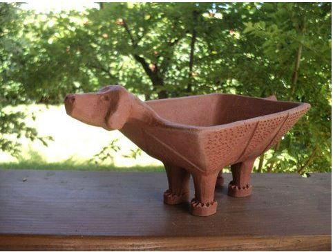 Jean-Claude Dombry réalise des céramiques raku.