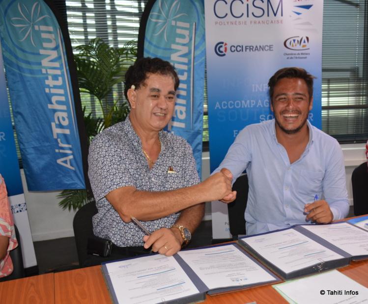 Stéphane Chin-Loy, président de la CCISM, a signé ce mardi une convention avec MakeSense, représentée par son co-fondateur Christian Vanizette.