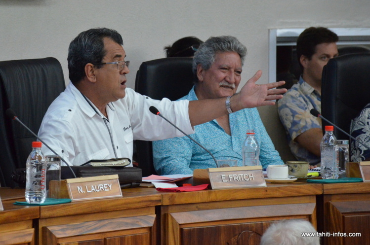 Edouard Fritch devant les élus polynésiens, lundi à l'assemblée lors du débat d'orientation budgétaire.
