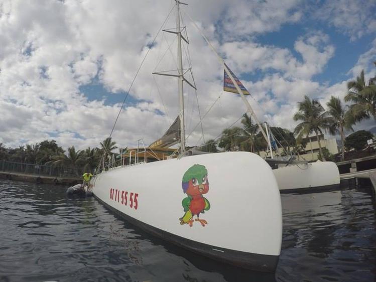 """Poe Charter a décoré un premier bateau, """"Ohana"""", avec Vik'ura."""