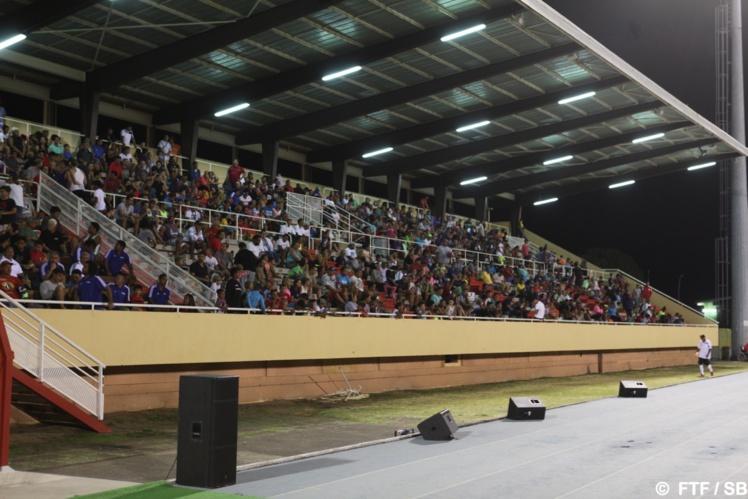 La tribune couverte était pleine