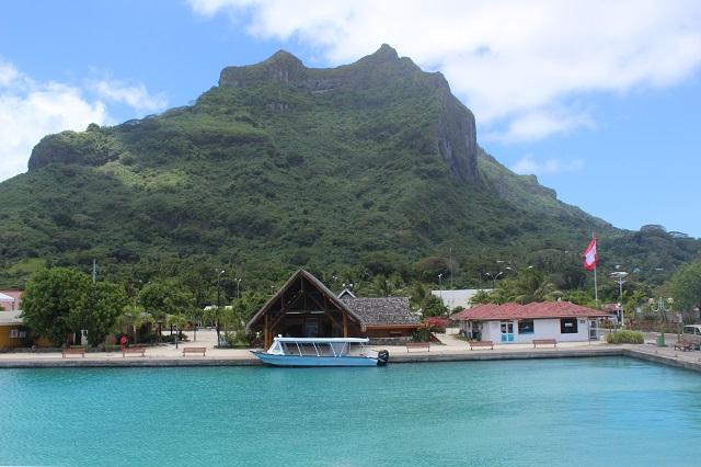 En 2016, la population à Bora Bora est estimée à 10 105 habitants.