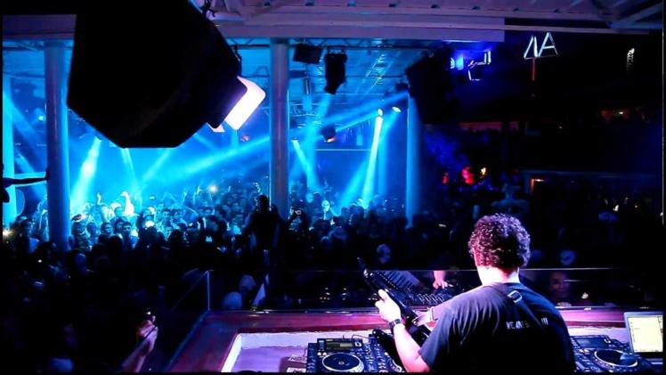 L'artiste a été élu notamment meilleur DJ français, meilleur producteur français et 3e DJ mondial.