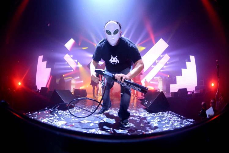 """Le DJ a créé le concept """"Space Invader"""" en signe de ralliement."""