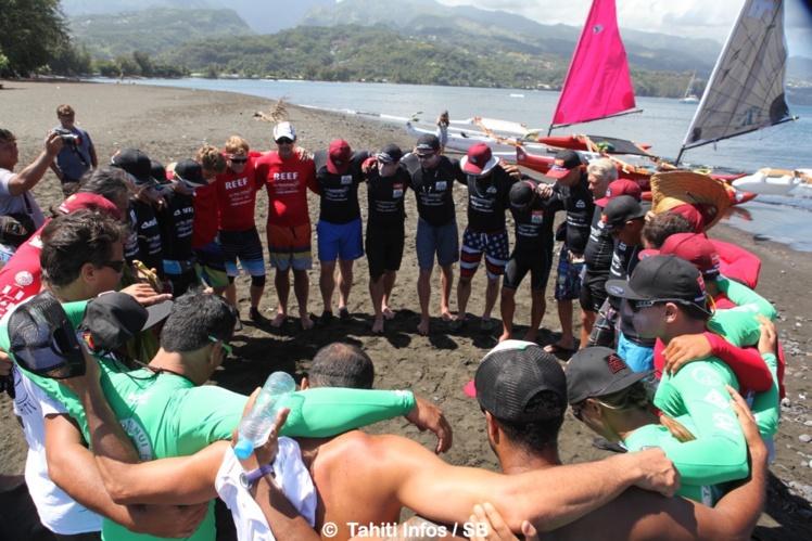 Un moment d'unité entre les 21 watermen avant le départ