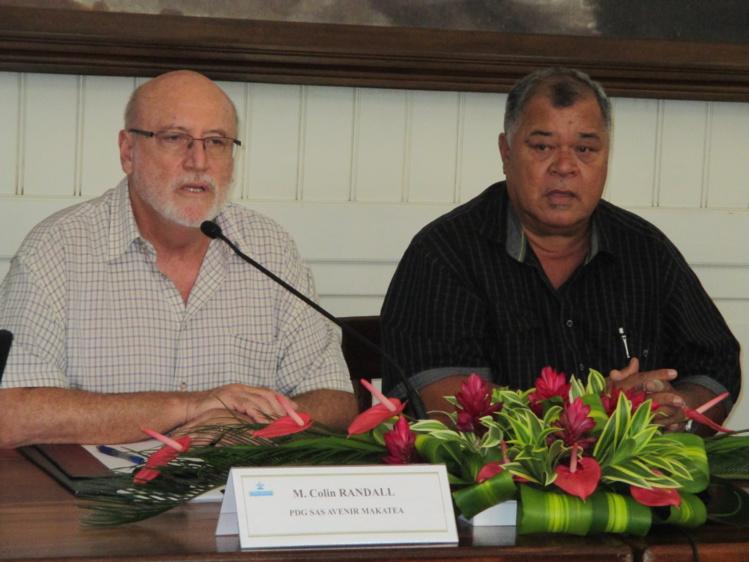 Colin Randall (à gauche) s'engage à répondre la semaine dernière aux questions du grand public.