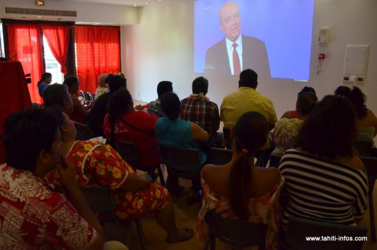 Le débat de l'entre-deux tours puvait être suivi en direct, jeudi matin à la permanence du Tapura Huiraatira, Papeete.