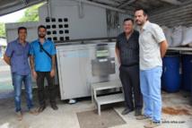 Le directeur de la prison, Yannick Massard (à droite), le directeur technique de la prison, Wallace Sandford et les dirigeants de l'entreprise Technival.