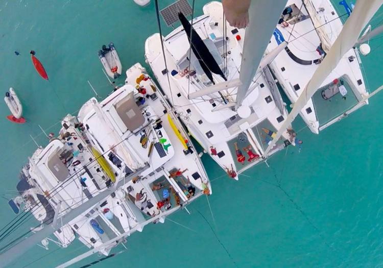 Plusieurs catamarans ont accompagné la course