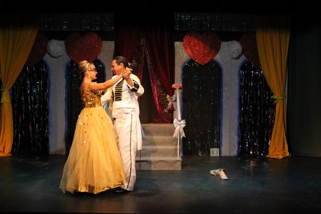 """Au Petit théâtre, Cendrillon rencontre un """"prince pas si charmant"""""""