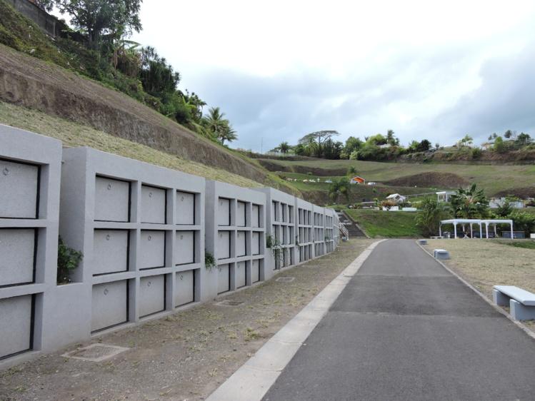 Un enfeu est destiné à recevoir un ou plusieurs cercueils.