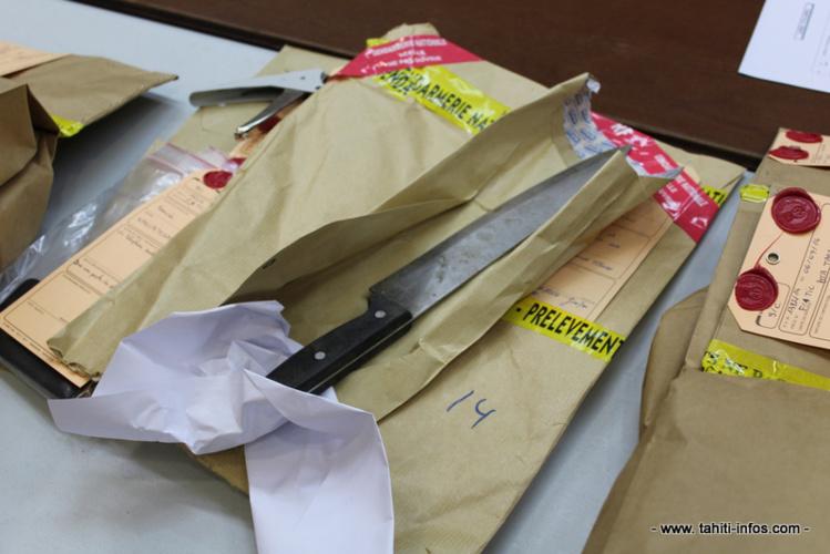 La victime a succombé à un coup de couteau porté à l'abdomen.
