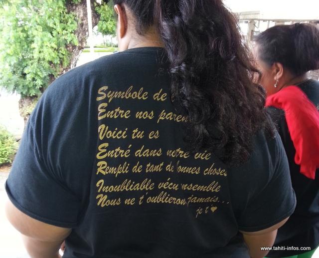 Famille et proches de la victime se sont déplacés à l'audience vêtus d'un tricot imprimé à la mémoire de Séverin.