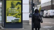 Affiches contestées contre le sida: Paris les placarde sur ses abribus