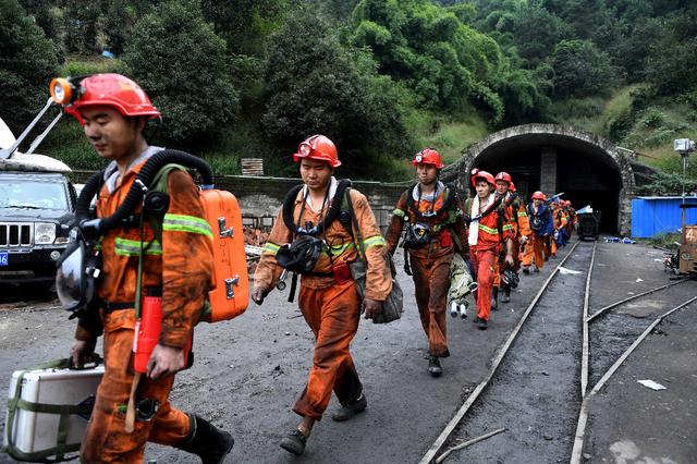 Sauveteurs chinois après un coup de grisou le 1er novembre dernier. Image: AFP