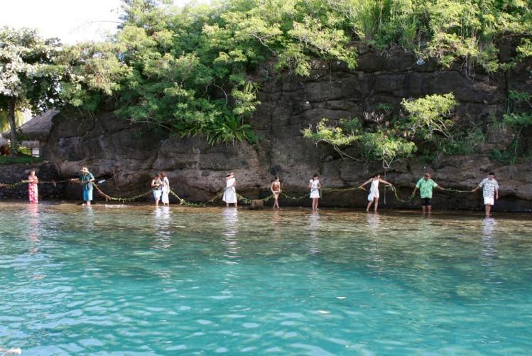 La chaine humaine formée autour de la pointe Tata'a en 2009.