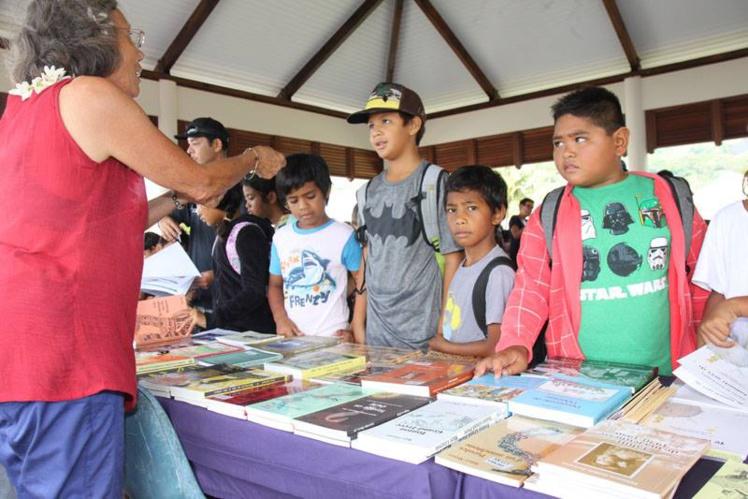 : Chaque année, petits et grands viennent nombreux pour découvrir le travail de nos éditeurs et de nos écrivains. (Photo Taiarapu Est)