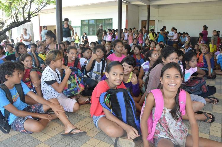 Les élèves de Pamatai ont été chaleureusement accueillis par les enfants de Vaiaha.