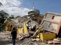 Puissant séisme en Indonésie: près de 100 morts