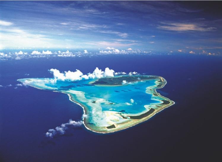 """La """"Bora Bora"""" de l'archipel des Cook, la splendide île de Aitutaki, paradis des voyages de noces pour les Anglo-Saxons du Pacifique."""
