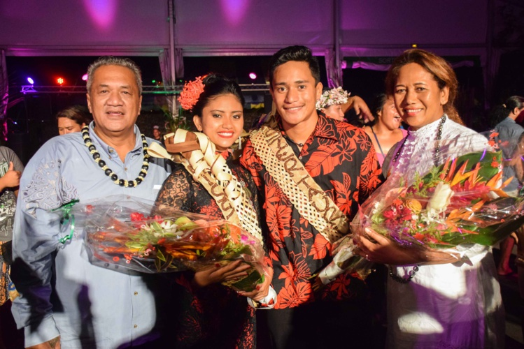 Alvarez Tearoha et Ahumata Paku, entourés de Pascal Mauahiti et Heimata Estall de la ville de Faa'a, organisateurs du concours.