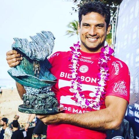 Félicitations Michel Bourez pour ce titre de PIPELINE MASTER ! Une belle 3e belle victoire d'étape en 8 années de World Tour. Après l'Australie, Hawai'i...