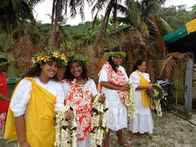 Les hôtesse pour la coupure du ruban du chapiteau
