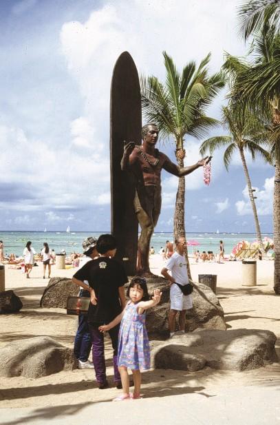 Lieu culte s'il en est, la statue de bronze du père du surf, Duke Paoa Kahanamoku (1891-1968)