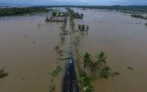 Philippines: Le typhon Nock-Ten fait trois morts, menace Manille