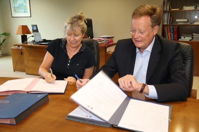 Signature par le haut-commissaire de l'arrêté des comptes publics de l'année 2016