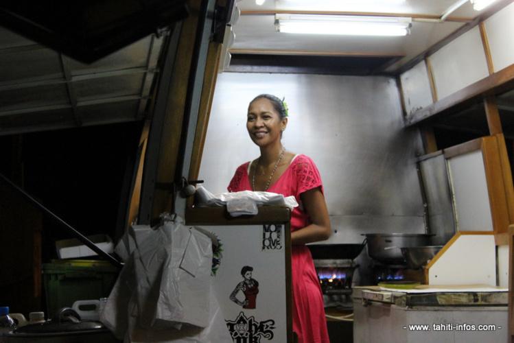 Elisabeth Pansi, belle-fille des Pansi, travaille à la roulotte Chez Pansi depuis ses 18 ans.