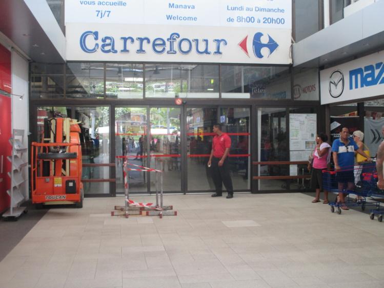Punaauia : coupure de courant à Carrefour, les clients évacués