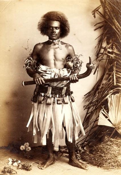 Un guerrier fidjien tel que ceux parmi lesquels Savage vécut, en ayant su gagner leur respect.