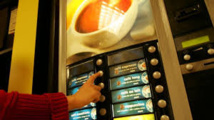 Un film pédopornographique sur l'écran vidéo d'une machine à café