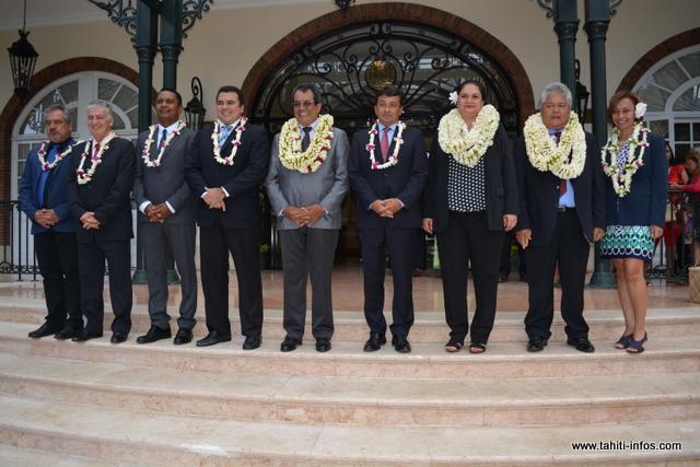 Le président Edouard Fritch et huit de ses ministres. Absents sur la photo, Jean-Christophe Bouissou actuellement en déplacement hors du territoire, et Tea Frogier, présente à la séance solennelle au Palais de justice.