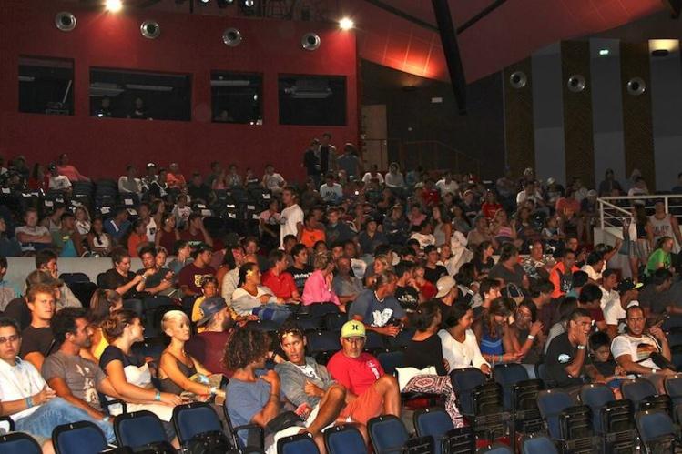 La salle de 800 places était pleine