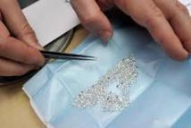 Un voyageur arrêté avec 800 grammes de diamants bruts dans le caleçon