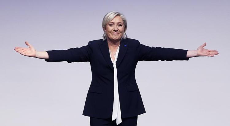 """Le Pen prédit le """"réveil"""" de l'Europe à l'image du Brexit et de Trump"""