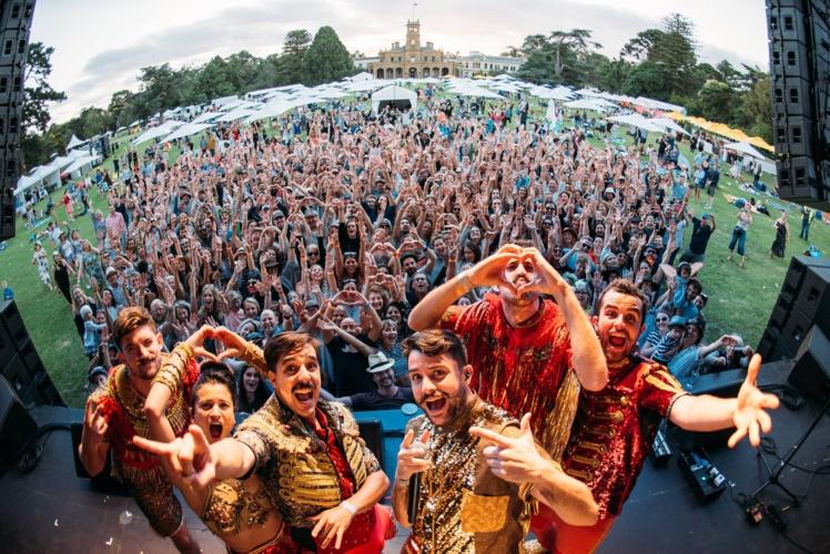 Deux concerts seront organisés à Tahiti et Moorea, de quoi satisfaire tous les moustachus et les autres !