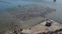 Argentine: près de 2.000 personnes flottent simultanément pour battre un record