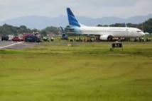 Indonésie: Un avion de ligne sort de piste en atterrissant, pas de victime