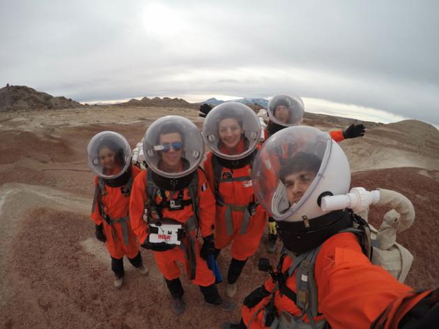 Un petit selfie de l'équipage 172 dans le désert « martien ». (Photo : Équipage 172, Mars Society)