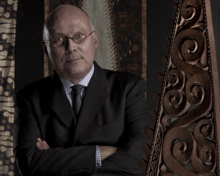 Fin connaisseur de l'Océanie, Stéphane Martin œuvre dans l'univers culturel depuis 1989.