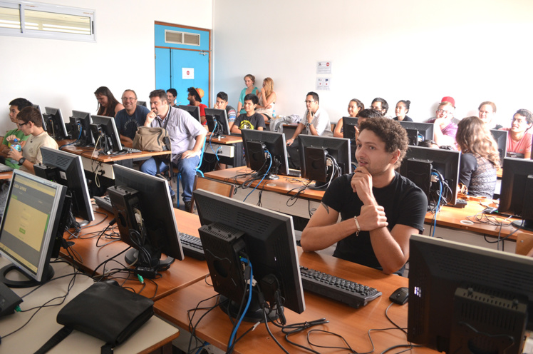 """Le vainqueur du premier tournoi de Leekwars de l'UPF est l'IA """"V1t4m1n"""", un poireau élevé par """"BarricadeX75"""", plus connu sous le nom de Clément, étudiant de L2 informatique."""