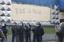 Aulnay-sous-Bois : troisième nuit d'incidents, Hollande tente d'apaiser les esprits