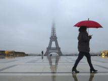 Sécurité : la tour Eiffel protégée par un mur de verre pare-balles